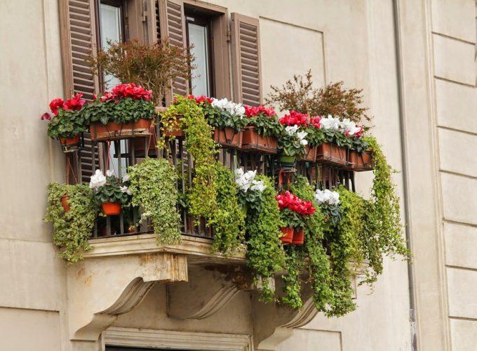 Balkónové vychytávky, které zvládnete sami. Designová trefa